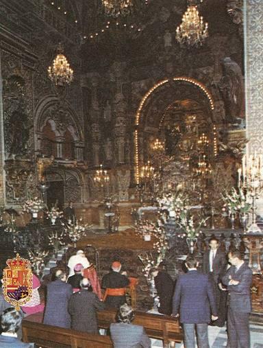 Saint John Paul II before the Virgin of Sorrows, patron saint of Granada