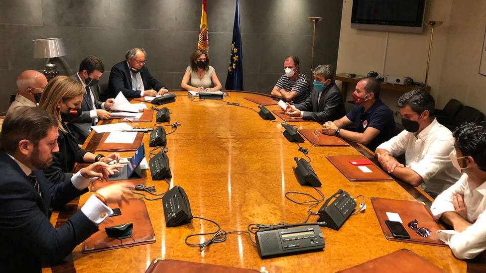 Los representantes de UNPBE y FTL con los representantes del Grupo Parlamentario de Vox