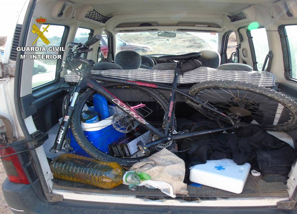 La Guardia Civil detiene en Cartagena a cuatro jóvenes a bordo de un vehículo robado en Castellón