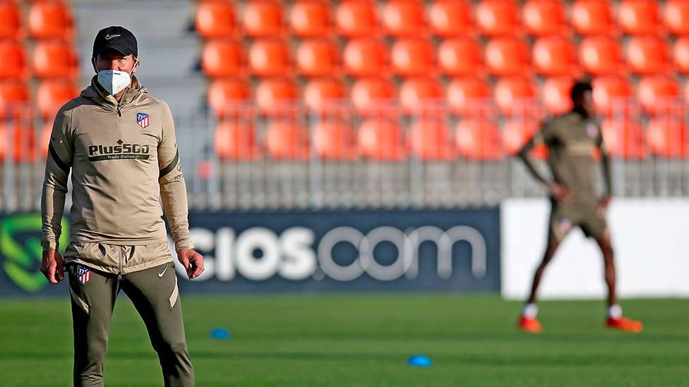 Diego Simeone reaparece en los entrenamientos tras superar el coronavirus (@Atleti)