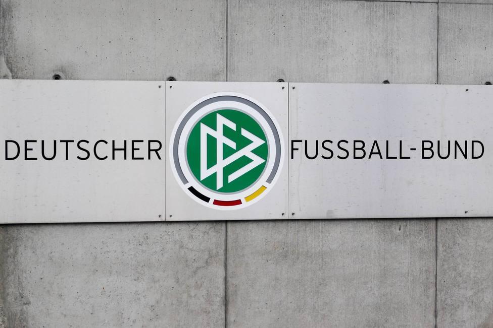 DFB Deutscher Fussball Bund Logo und Schriftzug beim Deutschen Fußball Bund an der Otto Fleck Schn