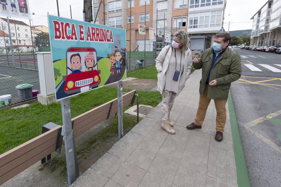 La concejala de Seguridad y el alcalde de Fene en una de las zonas habilitadas - FOTO: César Galdo