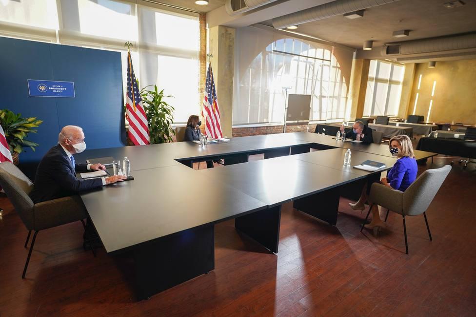 Biden se reúne con Schumer y Pelosi para planificar el comienzo de su presidencia