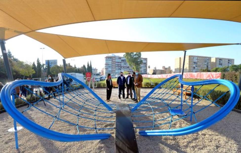 Los vecinos de Conexión Sur ya pueden disfrutar de una nueva área de juegos infantiles en Barriomar