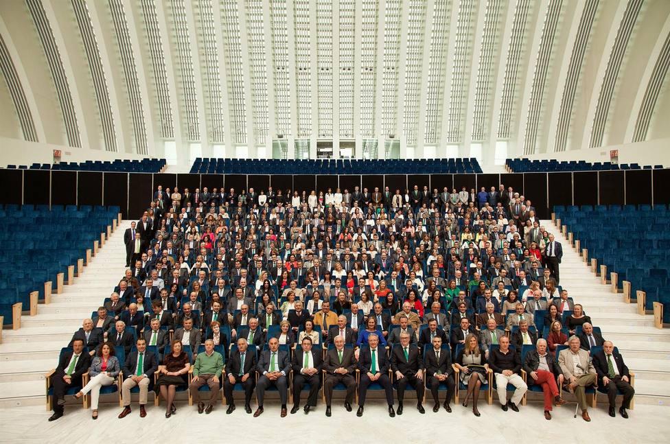 Foto plantilla de trabajadores de Caja Rural de Asturias (Europa Press)