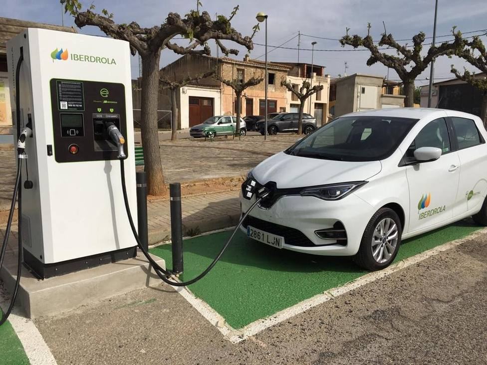 Sant Mateu pone en marcha dos puntos de recarga rápida para vehículos eléctricos