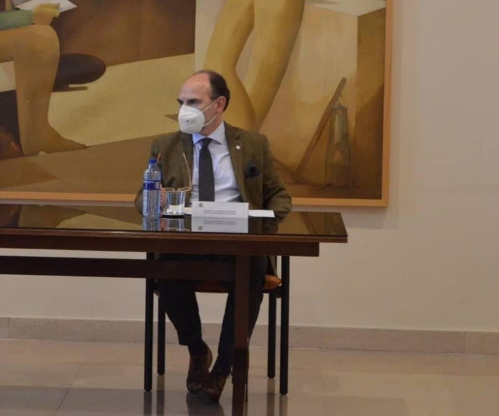 El rector de la Universidad de Oviedo, Ignacio Villaverde, ha presidido el Consejo de Gobierno