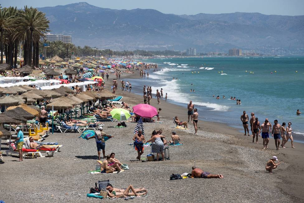 España afronta una quinta ola en pleno verano: así han cambiado los indicadores en un año
