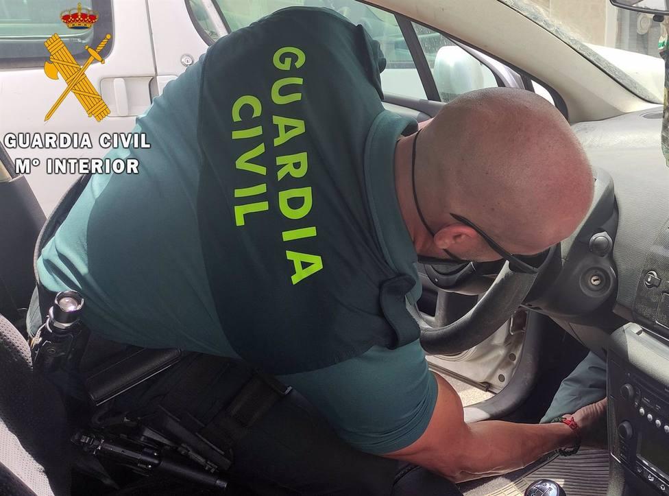 Granada.- Sucesos.- Interceptada en la A-92 una camioneta con más de 30 kilos de hachís escondidos en un doble fondo