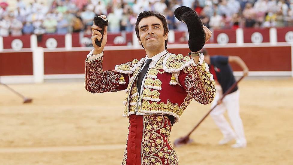 Miguel Ángel Perera con la única oreja cortada este jueves en Albacete