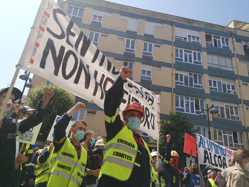 Trabajadores de Alcoa protestan ante la Subdelegación del Gobierno