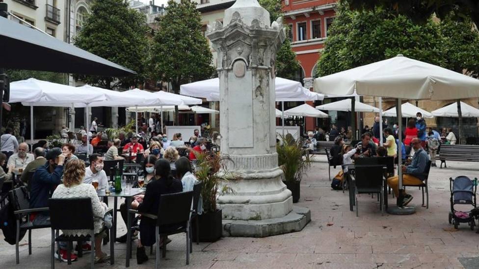 Terrazas en la plaza de Riego de Oviedo - EFE J.L Cereijido