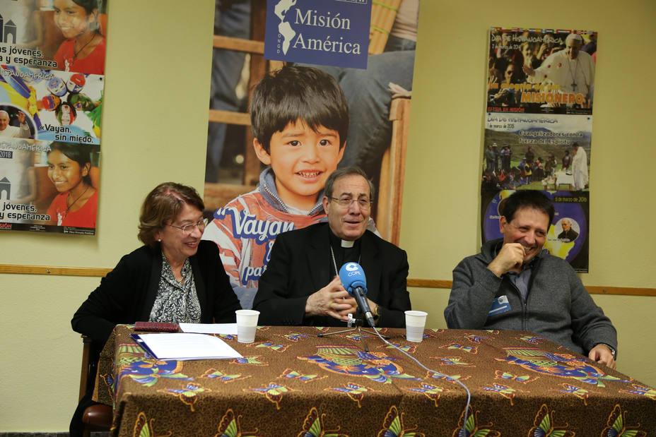 Ana Álvarez de Lara, presidenta de Misión America; monseñor Francisco Pérez, presidente de la Comisión Episcop