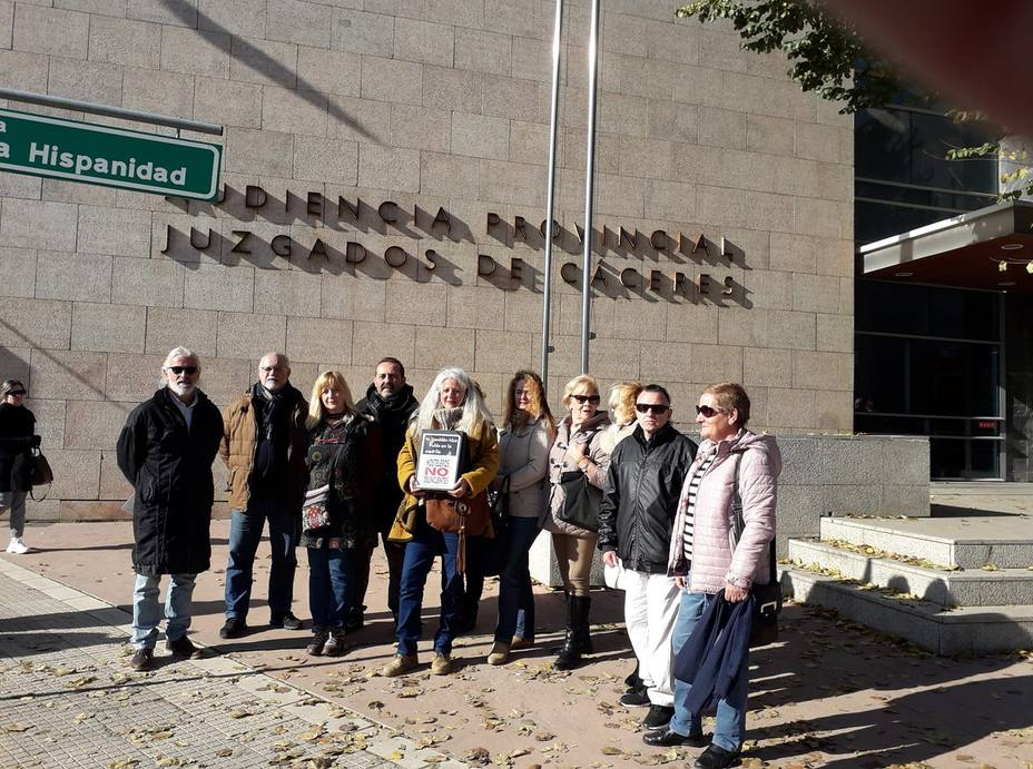 La Plataforma YO TAMBIÉN HICE RUIDO EN LA MADRILA entrega en el Juzgado las firmas
