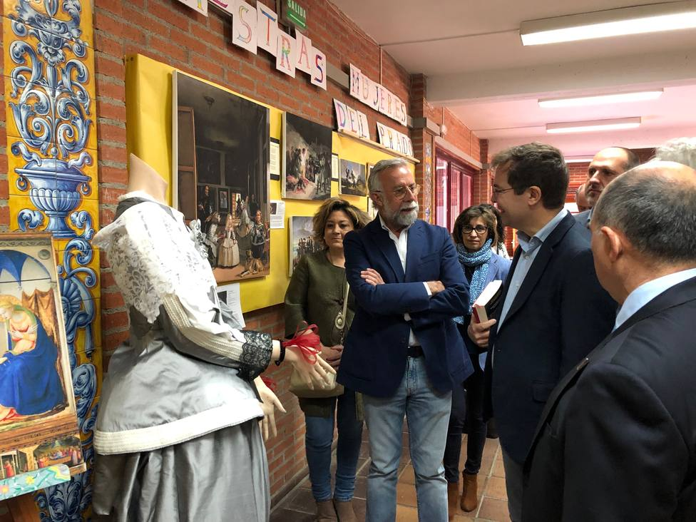 El escritor Javier Sierra con los estudiantes talaveranos gracias al ...