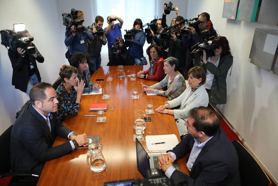 El PSOE propone dejar a Bildu fuera de la Mesa para gobernar en Navarra