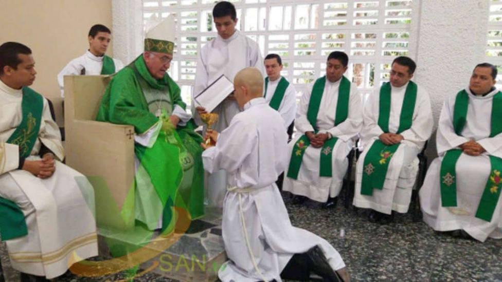 Un joven de 23 años con una enfermedad terminal es ordenado sacerdote
