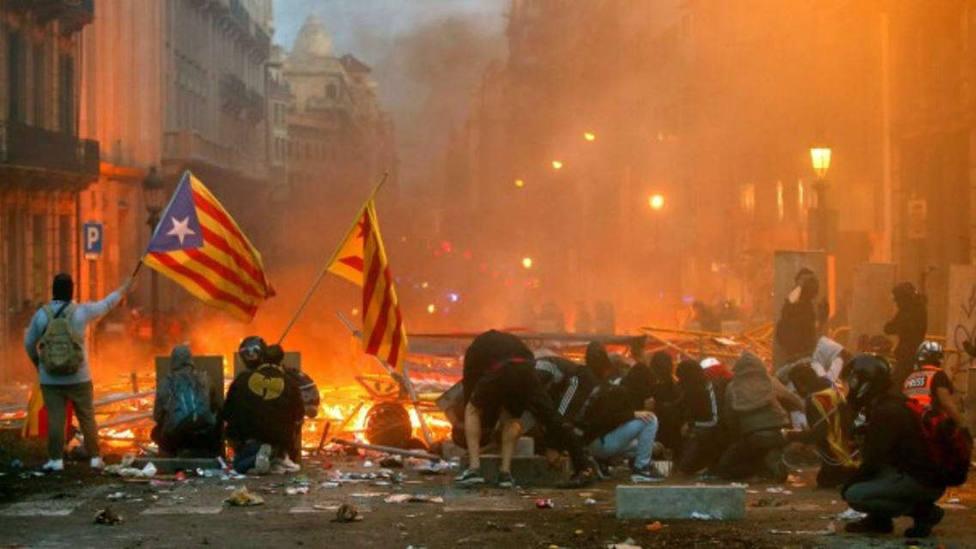 Manifestantes durante los altercados violentos en Cataluña
