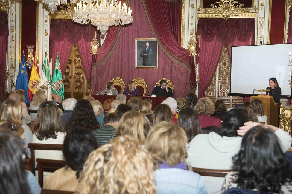 Irene García pide el compromiso de poderes públicos y medios de comunicación contra la violencia de género
