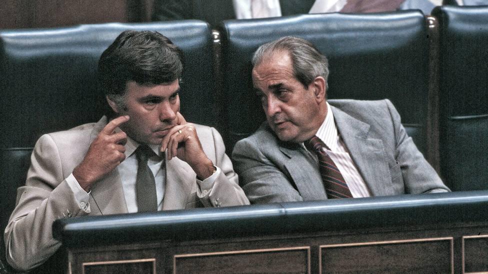Felipe González y Fernando Morán en el Congreso