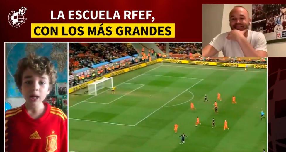 Luis Enrique, Iniesta y Vilda piden a niños no perder ilusión por el fútbol