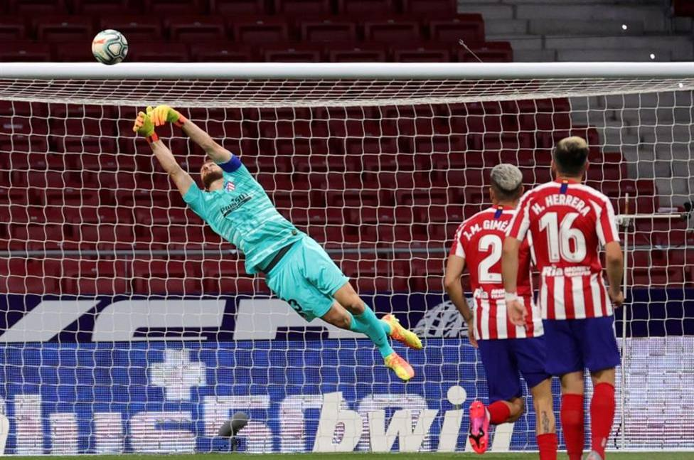 Oblak evita el gol del Valladolid