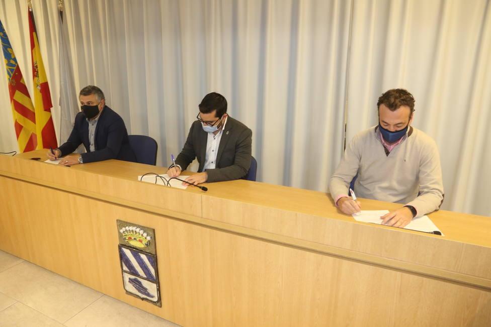 Firma del acuerdo entre PSPV, PP y Mès lAlcora