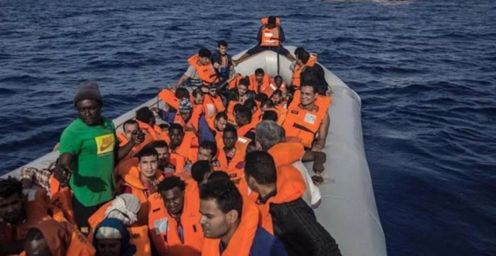 Rescatan a 70 personas en una neumática en Fuerteventura, entre ellos 3 niños y una embarazada
