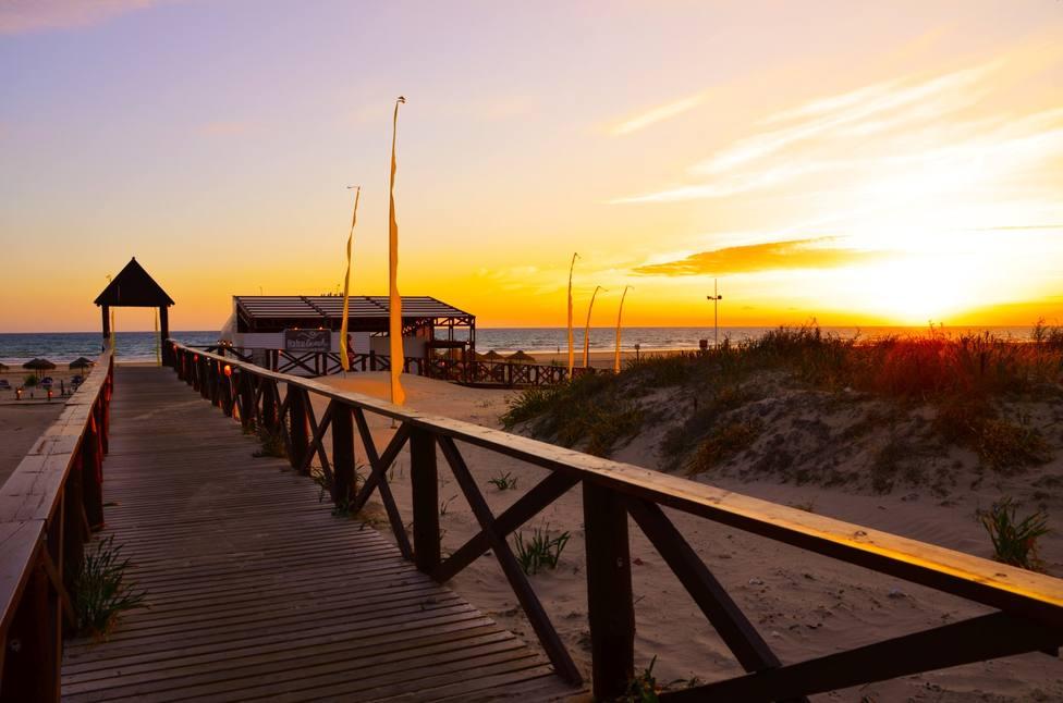 El Ayuntamiento de Cádiz baraja si las pasarelas de la playa son machistas