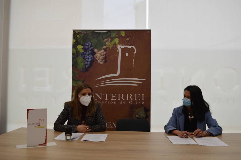 La presidenta del consello regulador de la denominación de origen Monterrei y la directora de Abanca Ourense