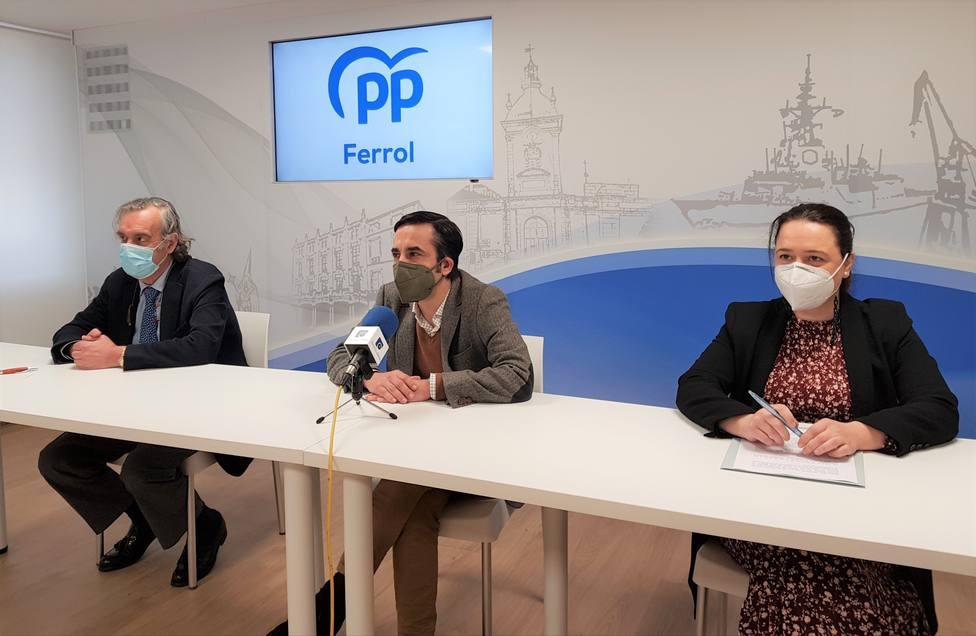Juan Juncal, José Manuel Rey Varela y Verónica Casal. FOTO: PP Ferrol