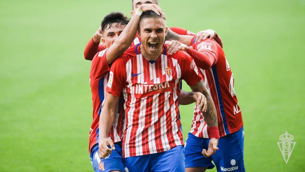 Djuka celebra un gol con el Sporting