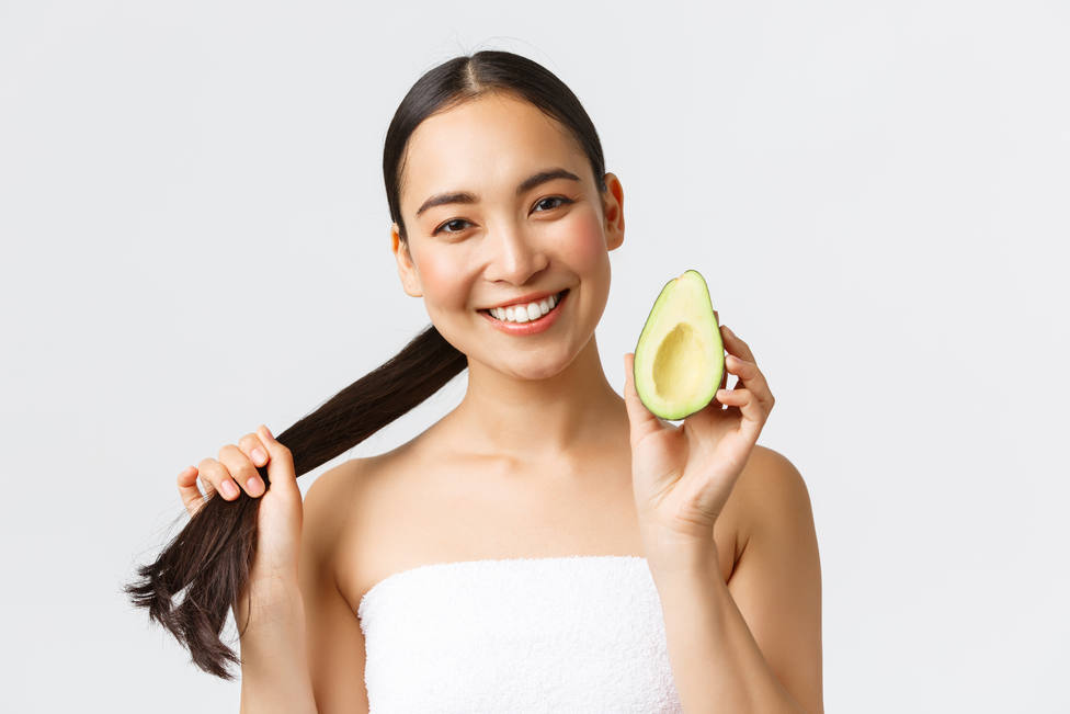 Aguacate, coco o jenjibre, los mejores trucos caseros para estimular el crecimiento de tu pelo