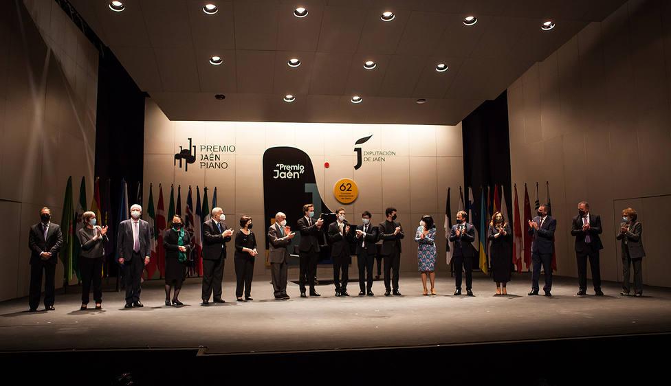 ctv-8hn-20210417-foto-familia-entrega-premios-piano
