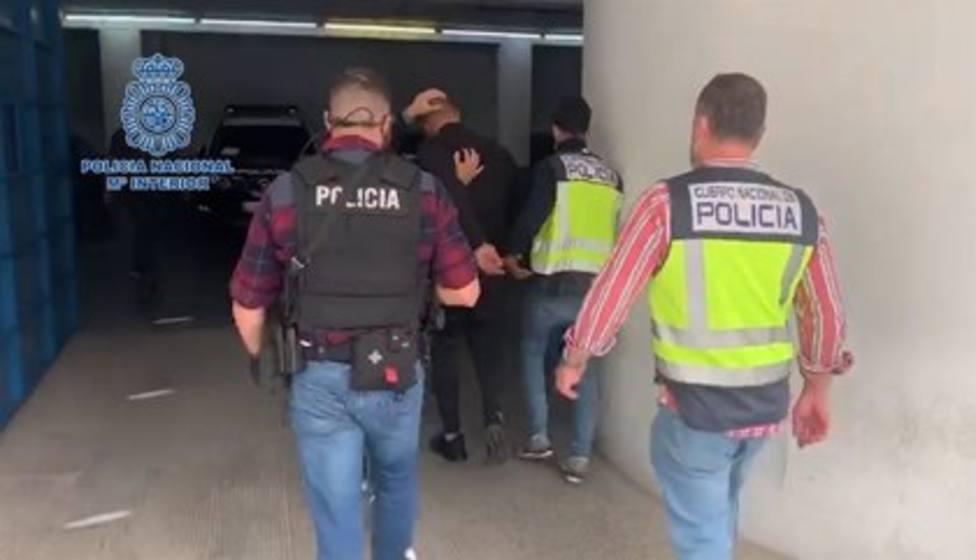 Un momento de la detención del presunto autor del disparo al dj.