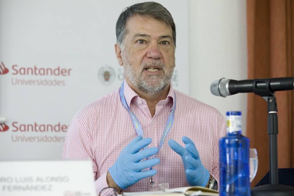 La OMS cree que el coronavirus no será erradicable por su origen animal