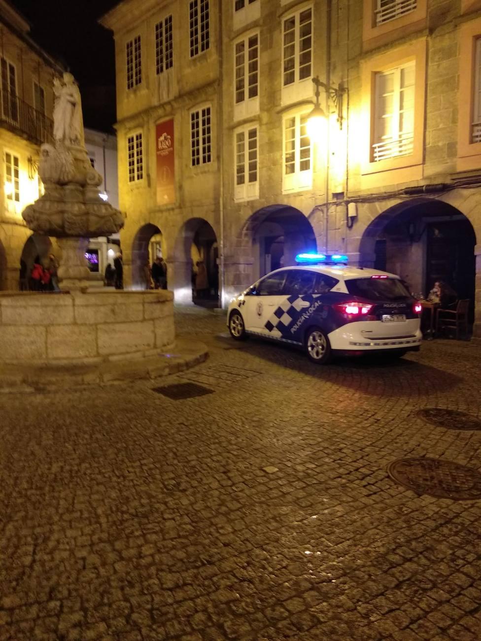 Patrulla de la Policía Local en la Praza do Campo