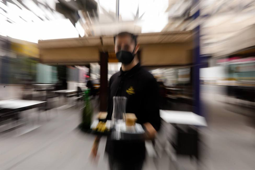 Salud aumenta al 75% el límite de aforo en el interior de los bares para municipios en nivel de alerta 1