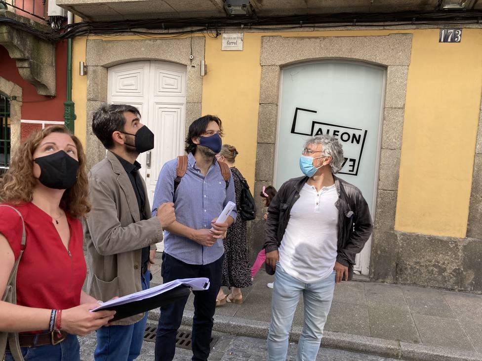 Visita de Julián Reina a la calle Magdalena. FOTO: concello de Ferrol