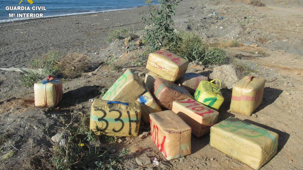 Ya van cuatro detenidos en relación con lo más de 2.000 kilos de hachís aprehendidos en Albuñol