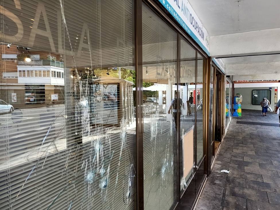 El vandalismo se ha cebado con los cristales de la Oficina Municipal Antiocupación