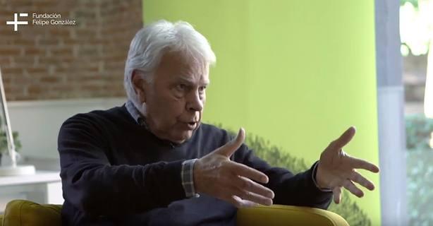 Felipe González rechaza el relator y la mesa de partidos porque supone degradar el Parlament y el Congreso