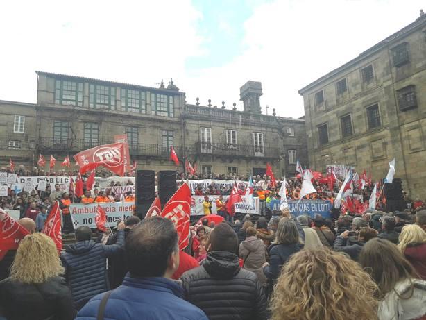 Miles de personas claman en Santiago en contra los recortes y la privatización de la sanidad gallega