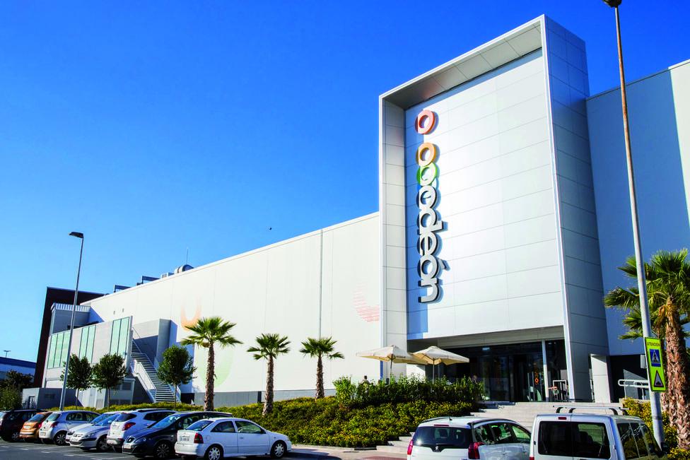 Foto de archivo de una de las fachada del Centro Comercial y de Ocio Odeón, en Narón