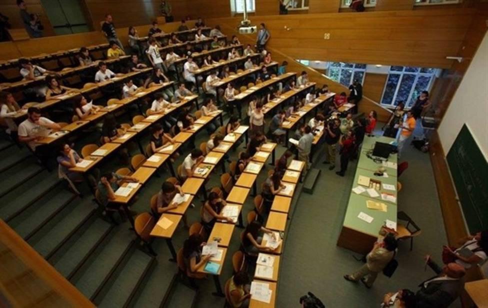 Un error obliga a aplazar hasta esta tarde el examen de Filosofía de la selectividad en Galicia