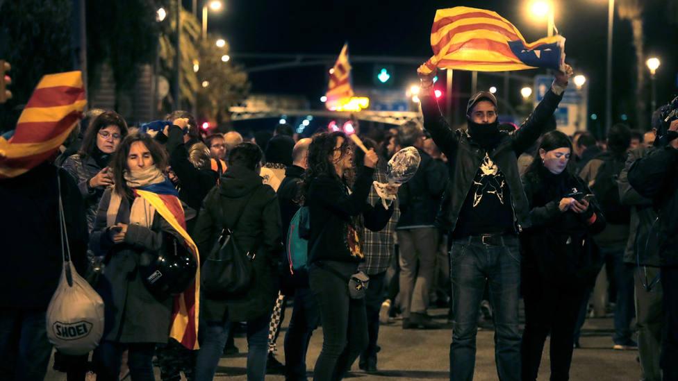 Los independentistas cortan la Diagonal de Barcelona en protesta por la visita del Rey a Cataluña