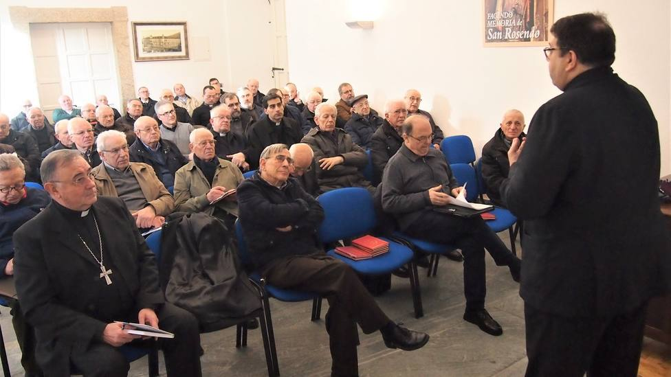 Sacerdotes assitentes a la charla sobre protección de menores impartida en el Seminario de Mondoñedo