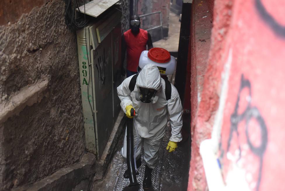 Brasil supera a España e Italia en casos de coronavirus al registrar casi 15.000 contagios en un día