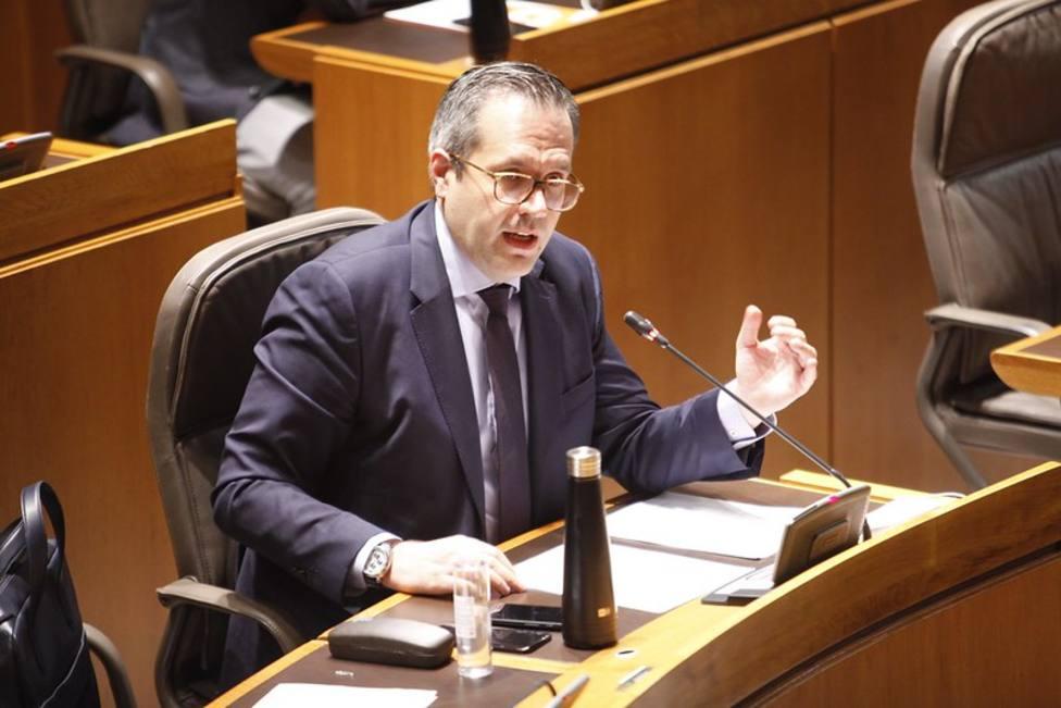 Carlos Ortas en sesión de las Cortes de Aragón