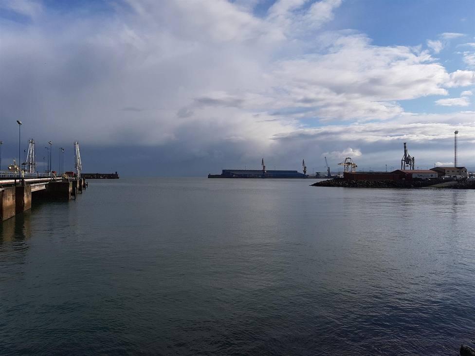 Foto de las instalaciones del puerto de El Musel